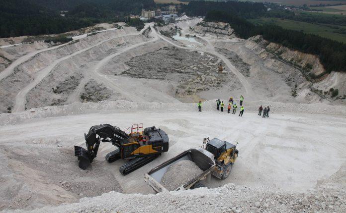 La première pelle minière Volvo CE livrée en Europe