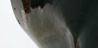 Canal de Suez Caterpillar